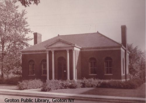 bw-photo-of-library